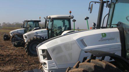 A szántóföldön mutatták be a megújult Lamborghini traktorokat (+Képek)