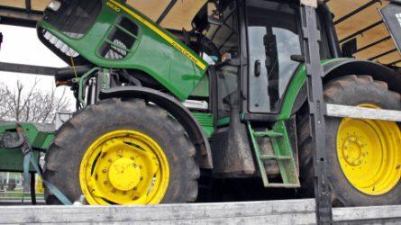 Újabb lopott John Deere és New Holland traktorokat foglaltak le a határon (+KÉPEK)