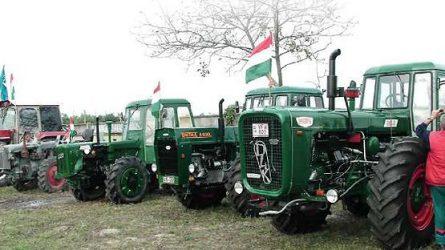Dutra traktorok lepik el Kiskőröst