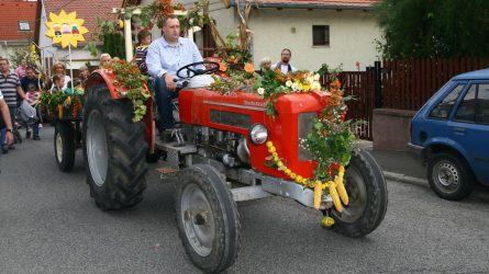 Idén is felbőgnek a veterán traktorok Solymáron