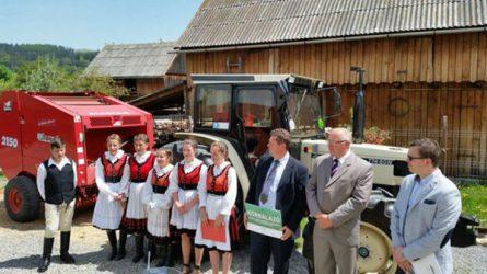 Lamborghini traktort adományozott Böjte Csaba tangazdaságának az Auditker