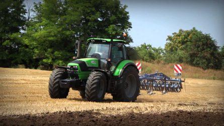 Fekete Deutz-Fahr Warrior traktor a Dorker Kft. felsőszentiváni gépbemutatóján