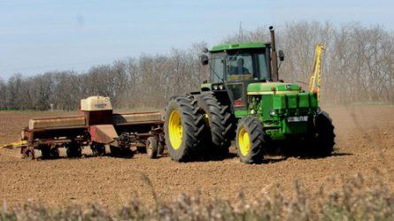 Táblázatok az őszi betakarítási, vetési és talajelőkészítési munkák állásáról