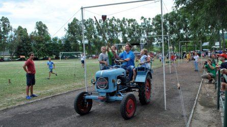 Idén is felbőgtek a traktorok Solymáron (+Képek)
