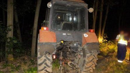 Lopott traktorral menekült a rendőrök elől (+KÉPEK)