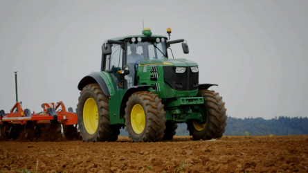 """""""SESAM tárulj!"""" - John Deere elektromos traktor premier Párizsban"""
