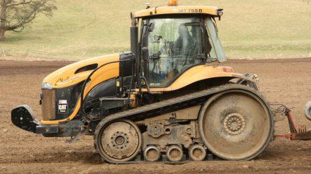 Gumihevederes traktor nélkül nem dőlt volna meg a világrekord