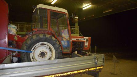 Lopott Fiat traktor akadt fent a határon