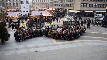"""""""Kapj rá"""" flashmob a Szent István Bazilikánál"""