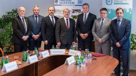 Közös agrárbiztonsági kutatásokba kezd a Szent István Egyetem és az Óbudai Egyetem