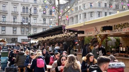 Böjti aszaltszilvát és töltött káposztát is lehet kóstolni a Vörösmarty téren