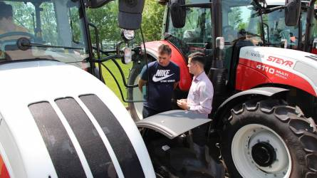 Profi vevőtalálkozó Profi traktorral