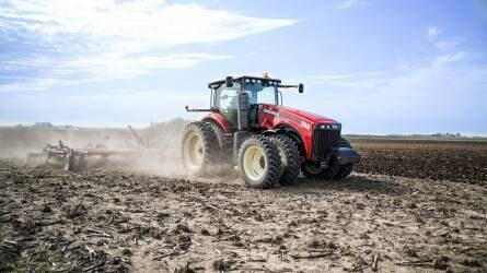 R2 és R3: két új Versatile traktor érkezik