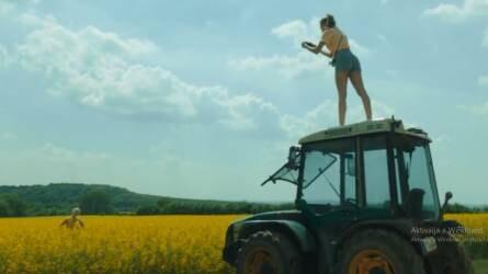 Vidéken is előrébb lehet lépni - Traktoros reklámmal jelentkezett a Telekom