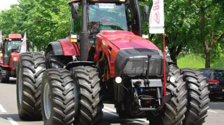 Szeptemberben jön az első dízel-elektromos MTZ traktor