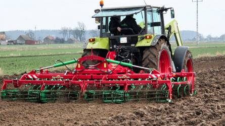 Lengyel Agro-Tom talajművelő gépek a magyar földekre