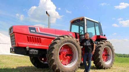 CASE IH traktorok lepték el a békéscsabai repülőteret
