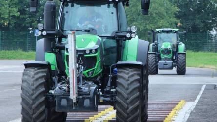 Traktorgyár és tesztvezetés a lauingeni Deutz-Fahr Landban
