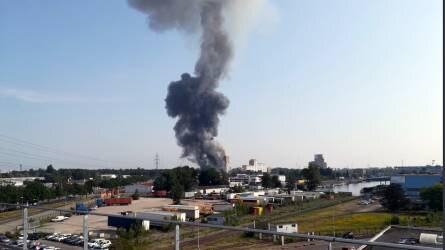 Felrobbant egy gabonasiló - hatalmas füstfelhő gomolyog
