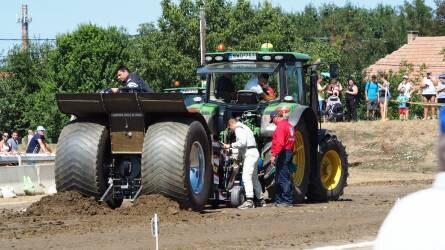 Elképesztő gépeket láthattunk a hajdúböszörményi traktorhúzó versenyen