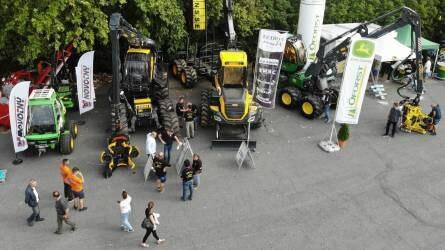 Hatalmas erdészeti gépek lepték el Sopront