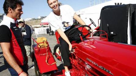 Nem volt necces! - Veterán traktorra ült a teniszcsillag