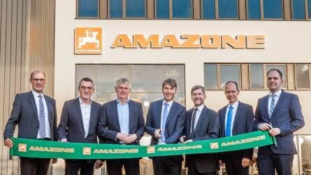 """""""A rövid utak gyára"""" – Az Amazone új üzemet avatott fel Bramschében"""