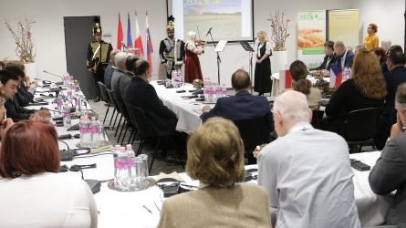 Biztonságosabb élelmiszer: egyeztetés a hamis és illegális növényvédő szerek visszaszorításáról