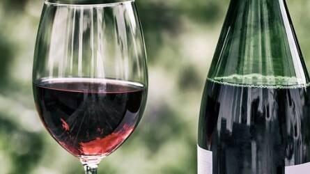 Több mint egymillió dollárt fizettek két palack borért!