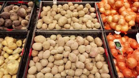Sérült, szennyezett zöldséget és gyümölcsöt kerestek a hipermarketekben