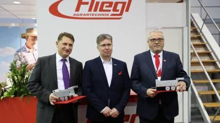 A Fliegl Abda Kft. az AGROmashEXPO-n díjazta forgalmazóit