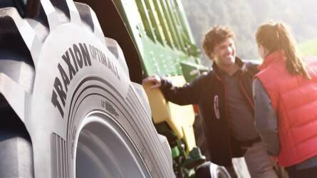 A Vredestein hosszabb élettartamú gumiabroncsokat mutatott be a kis- és nagy teljesítményű traktorok számára a SIMA kiállításon