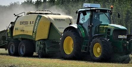 Traktorpiac: több mint száz traktort adott el a John Deere márciusban