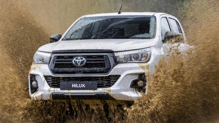 Biztonsági csomaggal fejlesztették tovább a népszerű pick-upot, a Toyota Hilux-ot