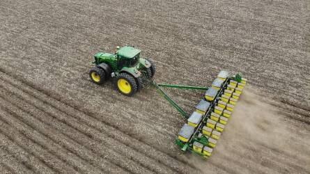 Kukoricavetés a szárazságban - Precíziós gazdálkodás és víztakarékosság a Balogh-Farm Tépe Kft.-nél