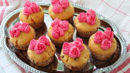 Sárgabarackos muffin rózsahabbal
