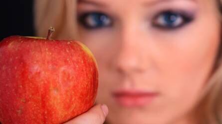 Sokkal kevesebb lesz idén az alma