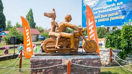 A szabadságot hirdeti a Stihl fűrésszel készített szobor Alsóörsön