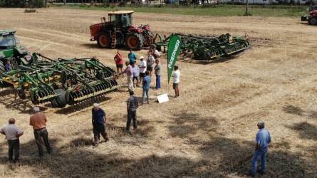 Aratás után talajművelés - Kerner kultivátorok a Vektor gépbemutatóján