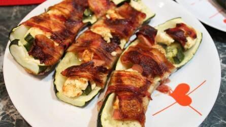 Baconbe tekert cukkinigondolák