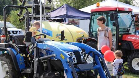 Traktorok, helyi termékek és gazdászcsemeték - Képek a Szentlőrinci Gazdanapokról