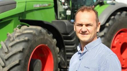 Egy kétéves traktort eladni őrültség, de a FENDT 1050-esért megérte