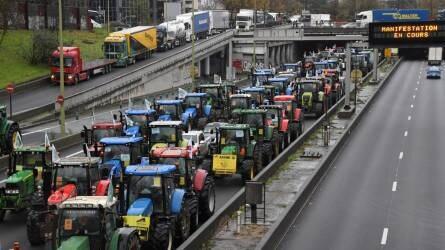 Traktorokkal tiltakoztak az alacsony felvásárlási árak miatt a francia gazdák